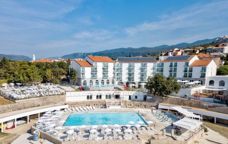 Hotel-Lisanj-Novi-Vinodolski-izvana-870x550