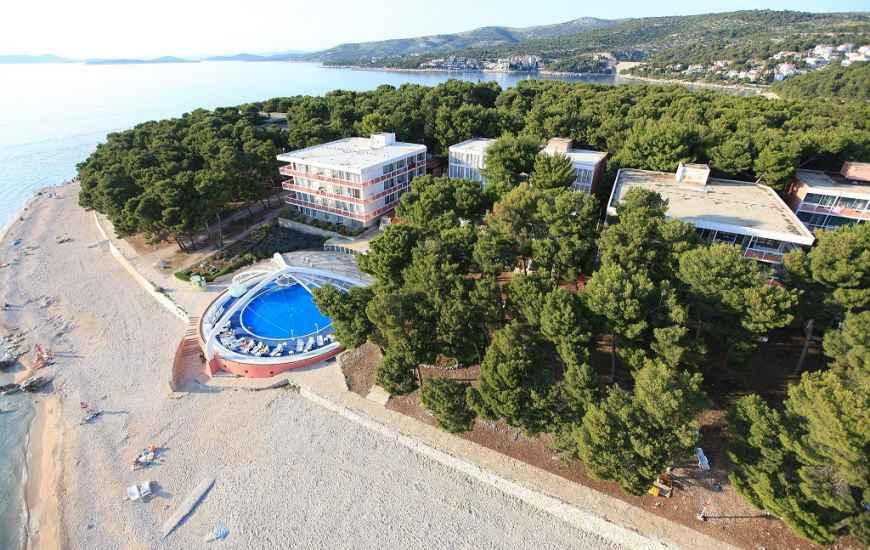 Hotel-Zora-Primosten3-870x550