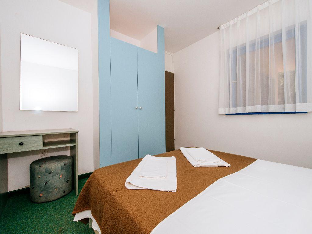 Apartmani-Croatia-Ljetovanje-na-Jadranu-C4-E6-soba