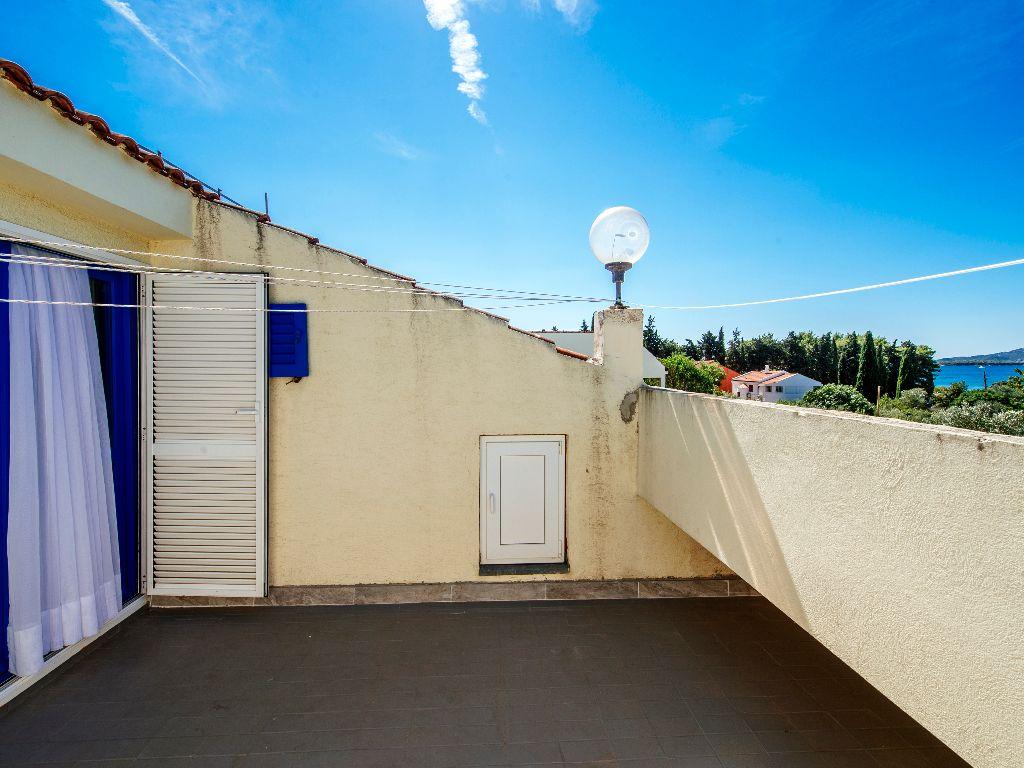 Apartmani-Croatia-Ljetovanje-na-Jadranu-E6-apartman-nas-dva-kata-balkon