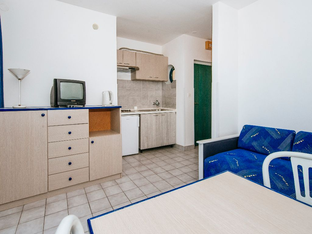 Apartmani-Croatia-Ljetovanje-na-Jadranu-dnevni-boravak-soba