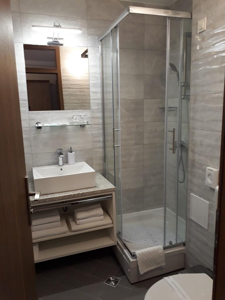 Hotel-Albamaris-Biograd-kupaonica