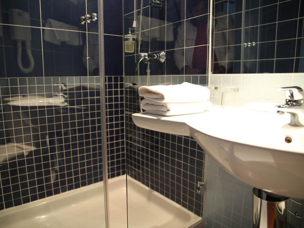 Hotel-Ilirija-Ljetovanje-Jadran-kupaonica