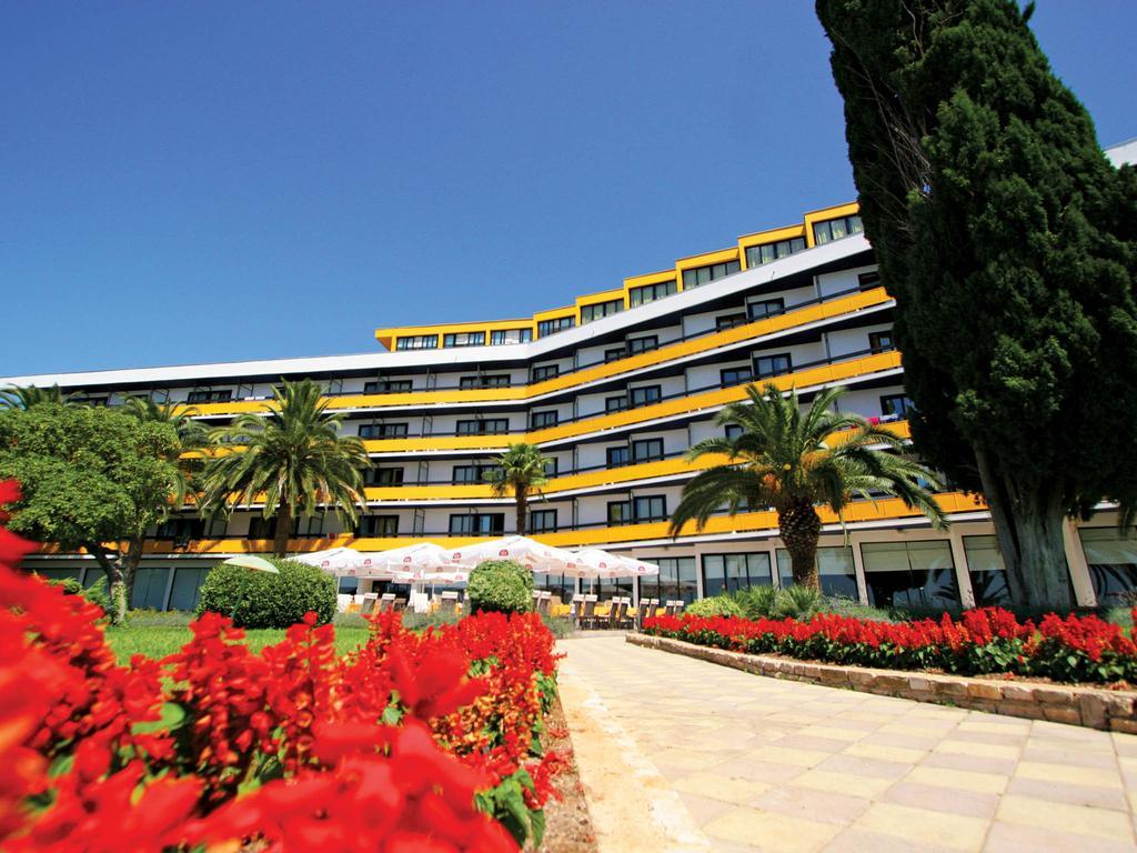 Hotel-Ilirija-Ljetovanje-u-Biogradu-hotel-eksterijer