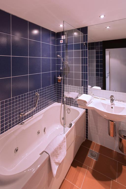 Hotel-Ilirija-Ljetovanje-u-Biogradu-kupaonica-2