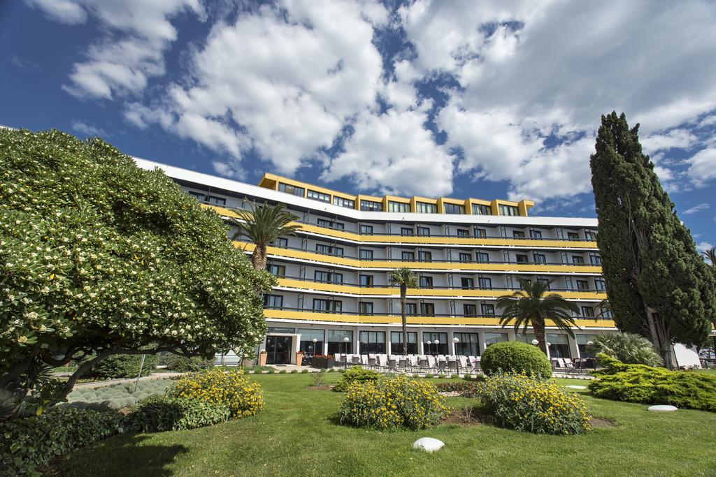 Hotel-Ilirija-Ljetovanje-u-Biogradu-pogled-na-hotel-izvana