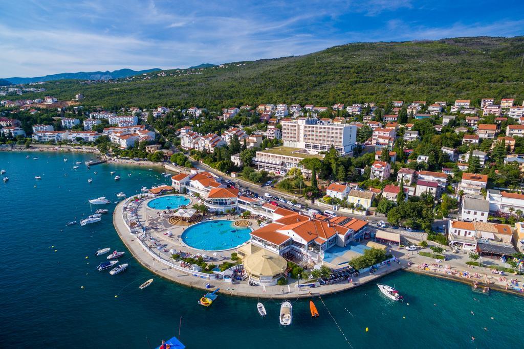 Hotel-Katarina-Selce-Ljetovanje-na-Jadranu-pogled-iz-zraka-na-hotel