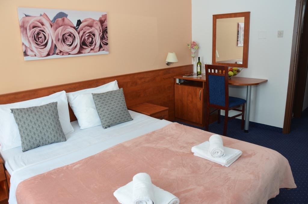 Hotel-Liberty-Pag-Standard-soba-10