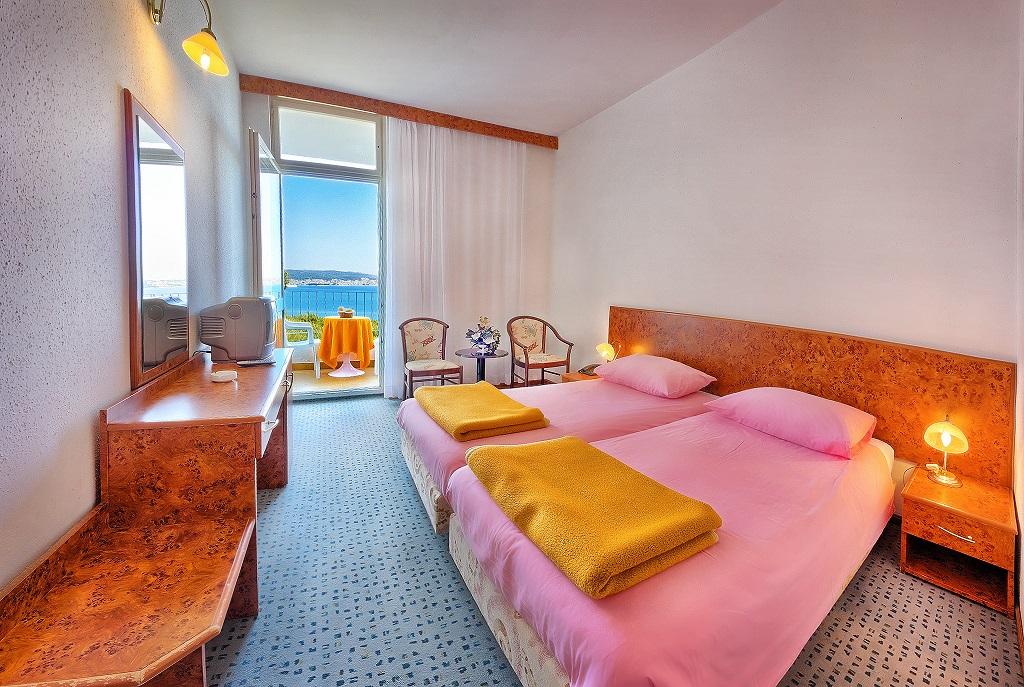 Hotel-Medena-Seget-Donji-economy-soba