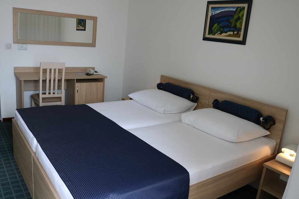Hotel-Medena-Seget-Donji-standard-park-strana