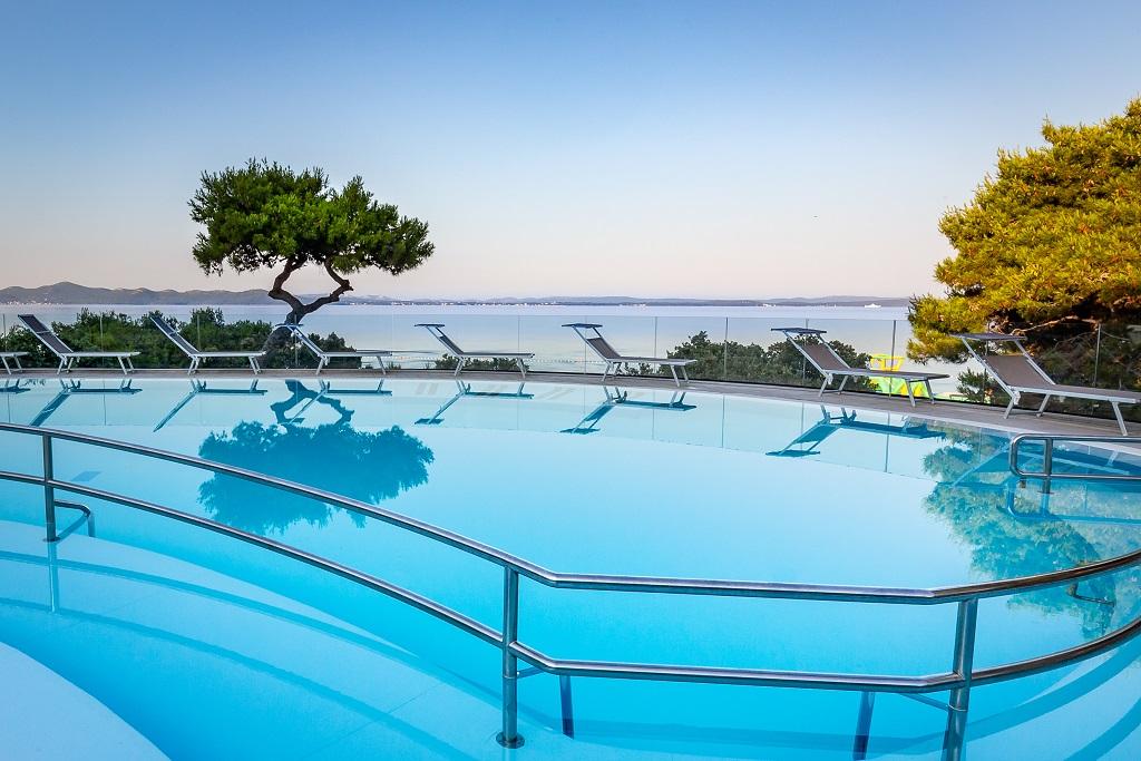 Hotel-Pinija-Petrcane-bazen
