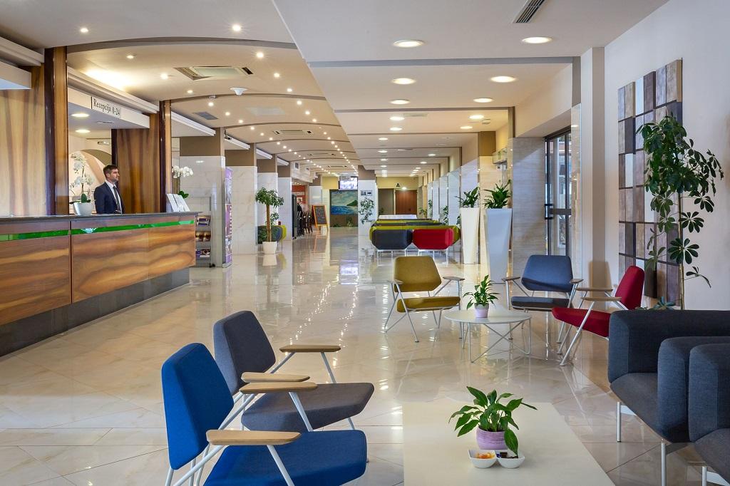 Hotel-Pinija-Petrcane-lobby