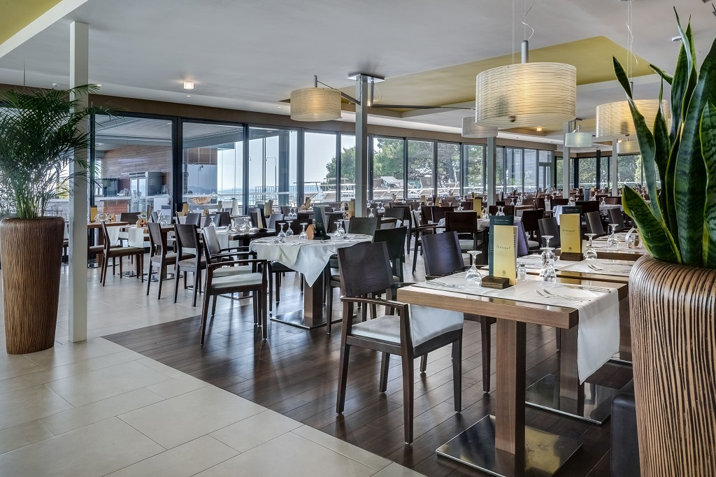 Hotel-Pinija-Petrcane-restoran