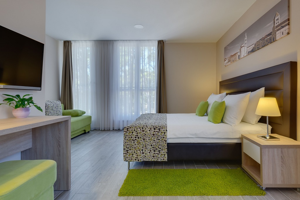 Hotel-Pinija-Petrcane-soba-1