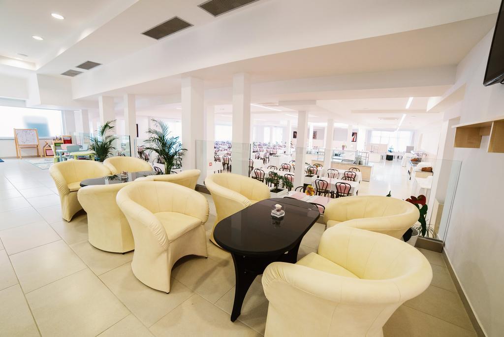 Hotel-Slaven-Selce-Ljetovanje-na-Jadranu-lobby-bar