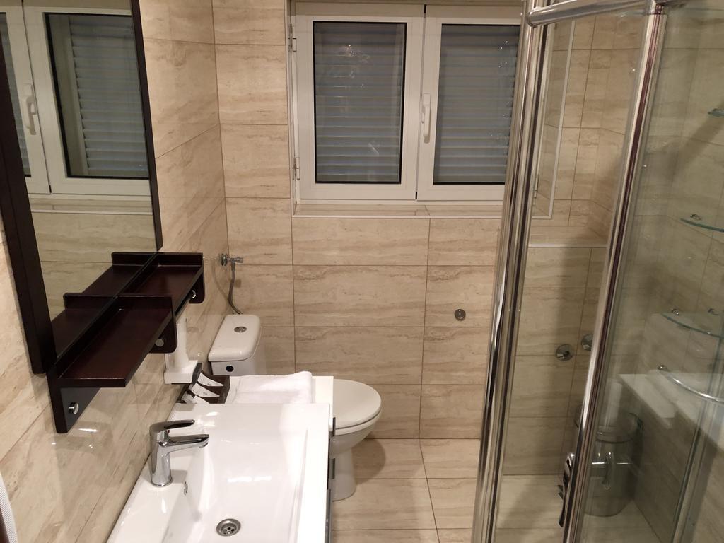 Hotel-Smokva-Pag-kupaonica