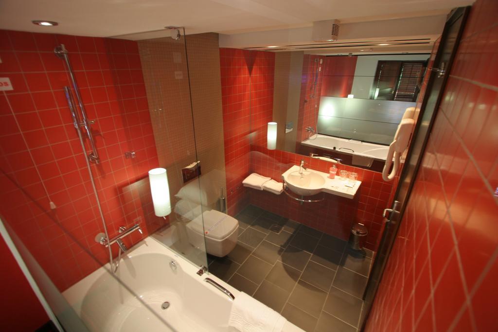 Hotel-Villa-Donat-Ljetovanje-u-Sv.-Filipu-i-Jakovu-kupaonica-u-hotelu
