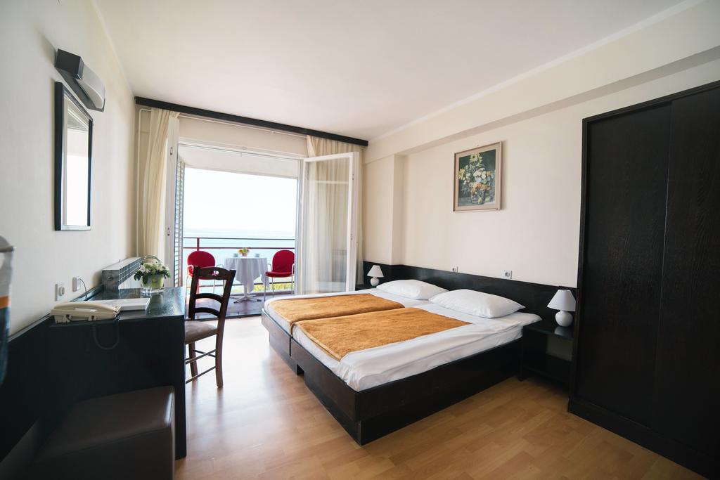 Hotel-Zagreb-Ljetovanje-na-Jadranu-Crikvenica-soba9