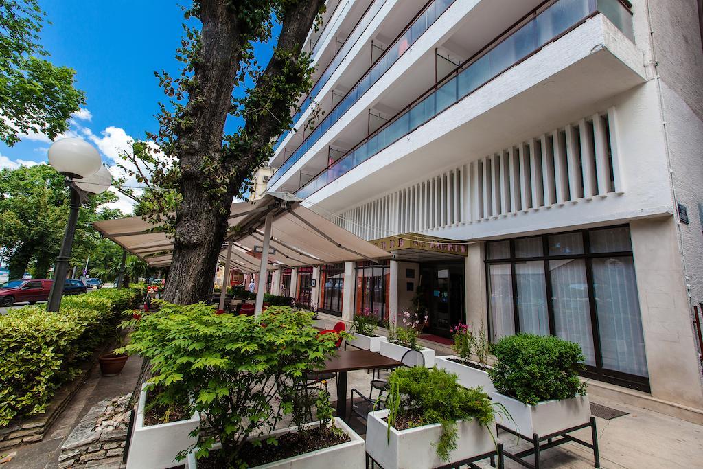 Hotel-Zagreb-Ljetovanje-na-Jadranu-Crikvenica-ulaz-u-hotel