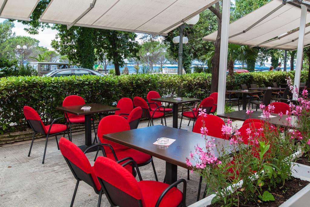 Hotel-Zagreb-Ljetovanje-na-Jadranu-Crikvenica-vanjska-terasa
