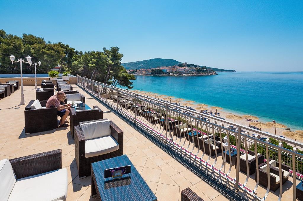 Hotel-Zora-Primosten-aperitiv-bar2
