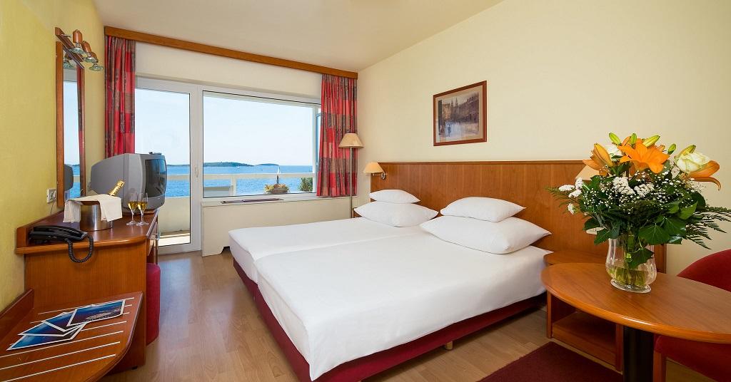 Hotel-Zora-Primosten-comfort-soba