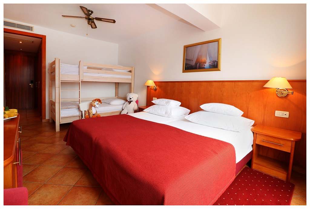 Hotel-Zora-Primosten-premier-club-mini-family