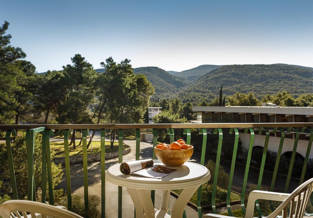 Hvar_Arkada-Sunny-Hotel-Classic-room-with-balcony_-parkside_01