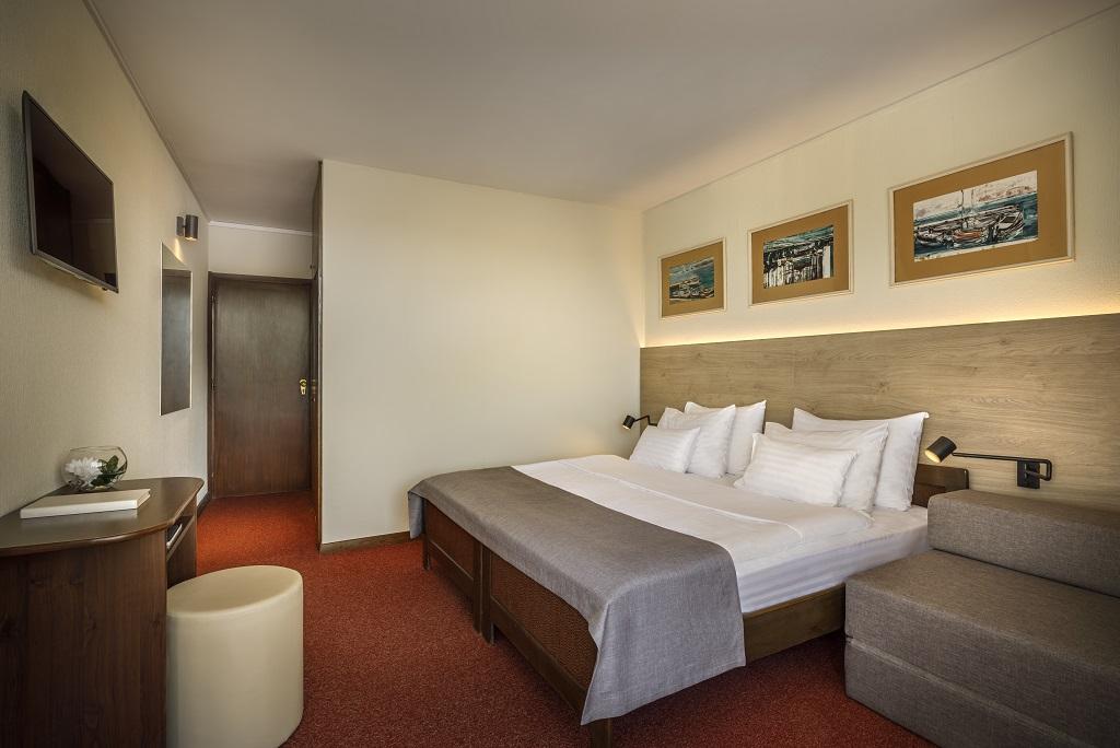 Hvar_Arkada-Sunny-Hotel-Classic-room-with-balcony_-parkside_02