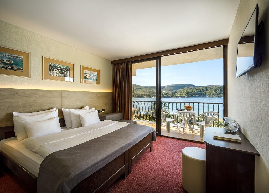 Hvar_Arkada-Sunny-Hotel-Economy-room-with-balcony_seaside_01