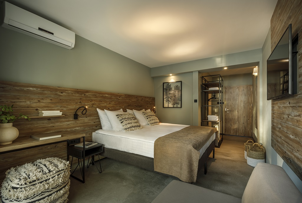 Hvar_Lavanda-Sunny-Hotel-Superior-twin-double-room-balcony-seaside_02