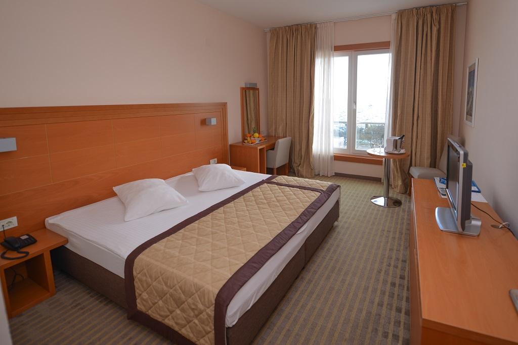 La-Luna-hotel-Jakisnica-Pag-more-superior