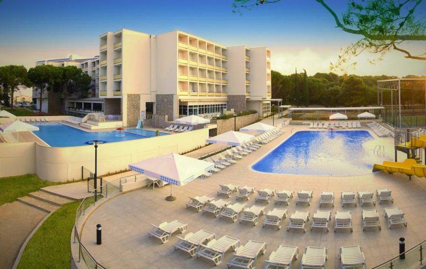 Ljetovanje-Biograd-Hotel-Adria-eksterijer-naslovna-870x550