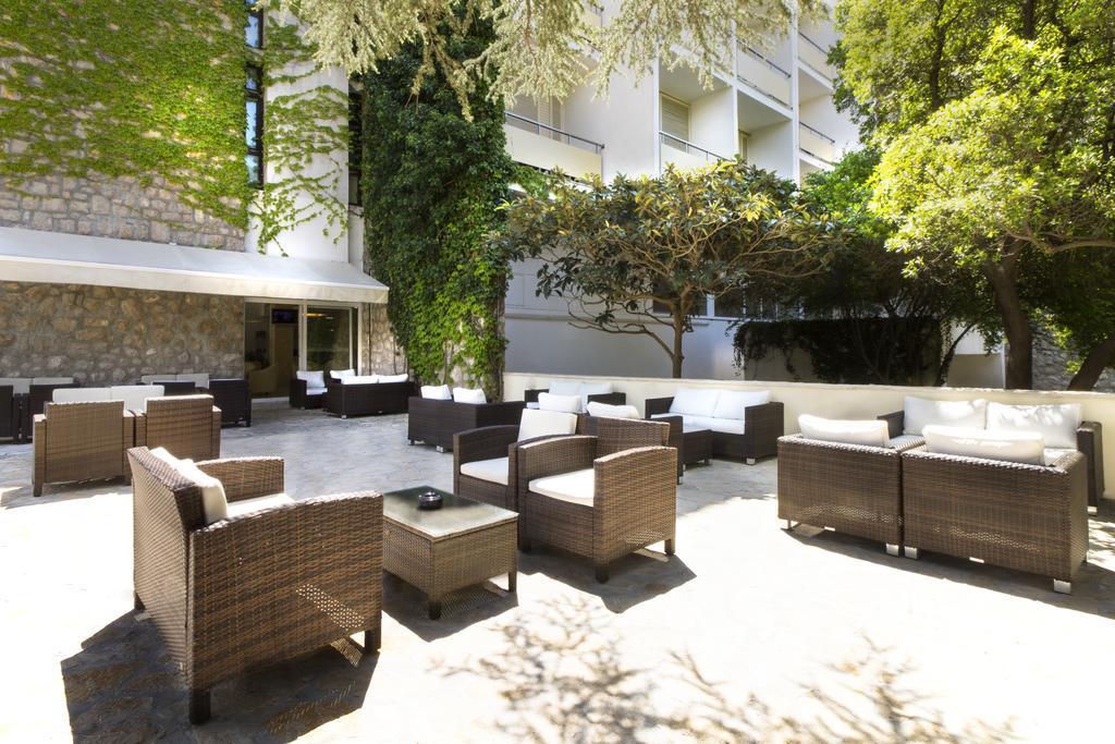 Ljetovanje-Biograd-Hotel-Adria-eksterijer-terasa-bara
