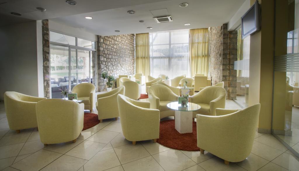 Ljetovanje-Biograd-Hotel-Adria-lobby-bar