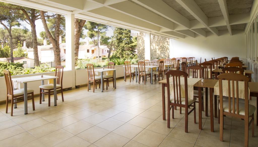 Ljetovanje-Biograd-Hotel-Adria-restoran-vanjska-terasa