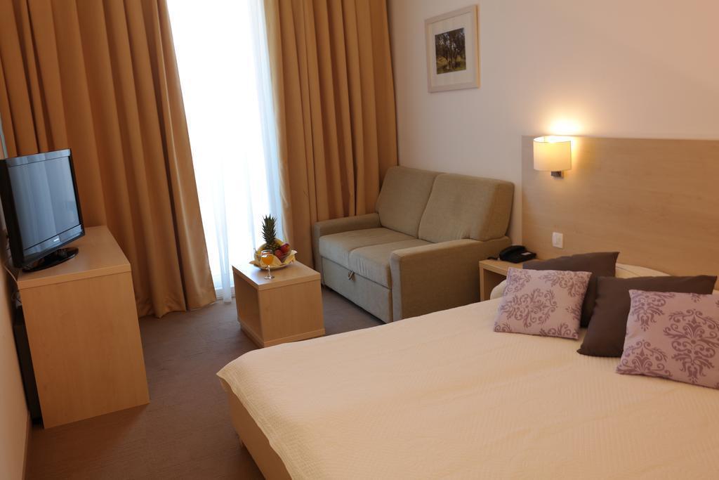 Ljetovanje-Biograd-Hotel-Adria-soba-1