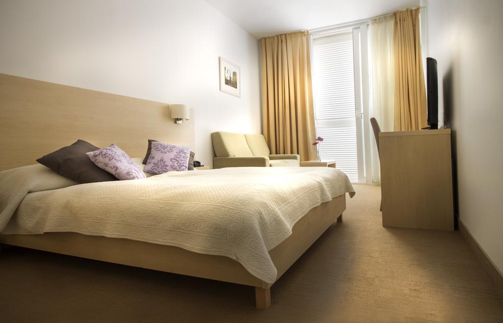 Ljetovanje-Biograd-Hotel-Adria-soba-5