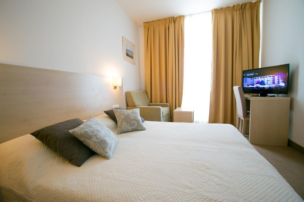 Ljetovanje-Biograd-Hotel-Adria-soba
