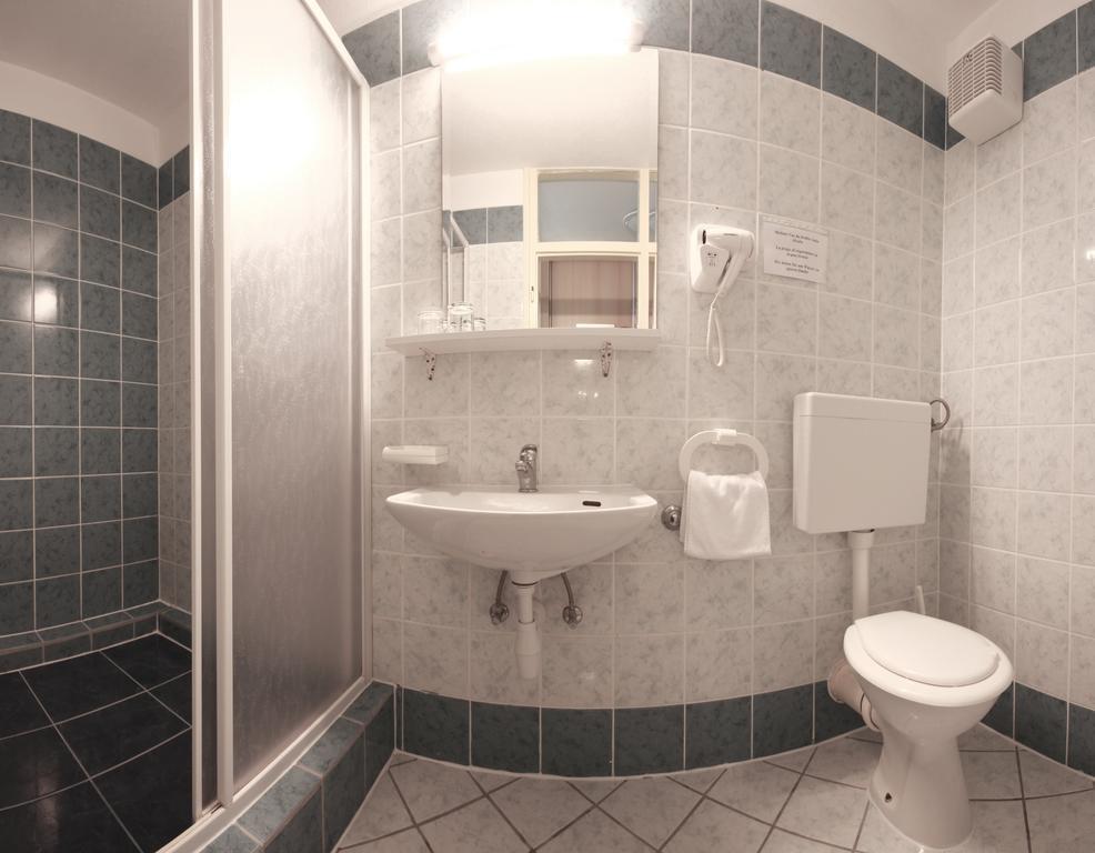 Ljetovanje-Dugi-otok-Hotel-Sali-kupaonica