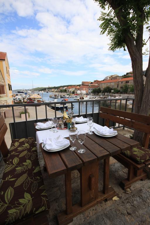 Ljetovanje-Dugi-otok-Hotel-Sali-restoran