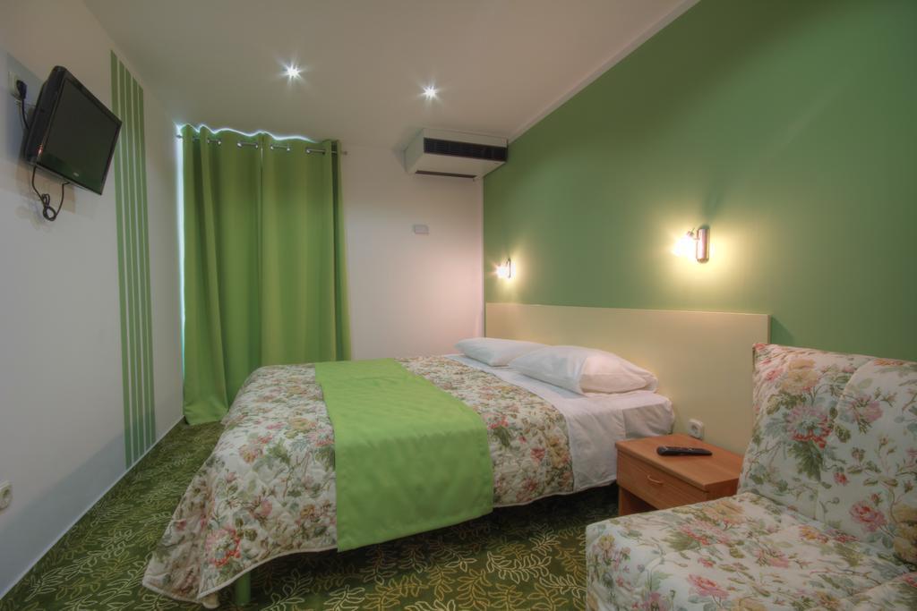 Ljetovanje-Dugi-otok-Hotel-Sali-soba-1