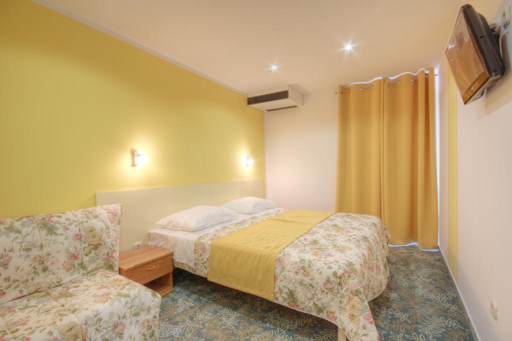 Ljetovanje-Dugi-otok-Hotel-Sali-soba-4