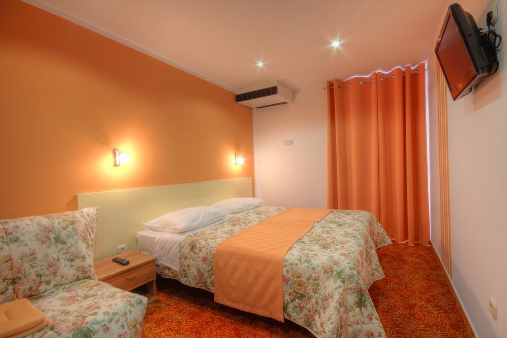 Ljetovanje-Dugi-otok-Hotel-Sali-soba