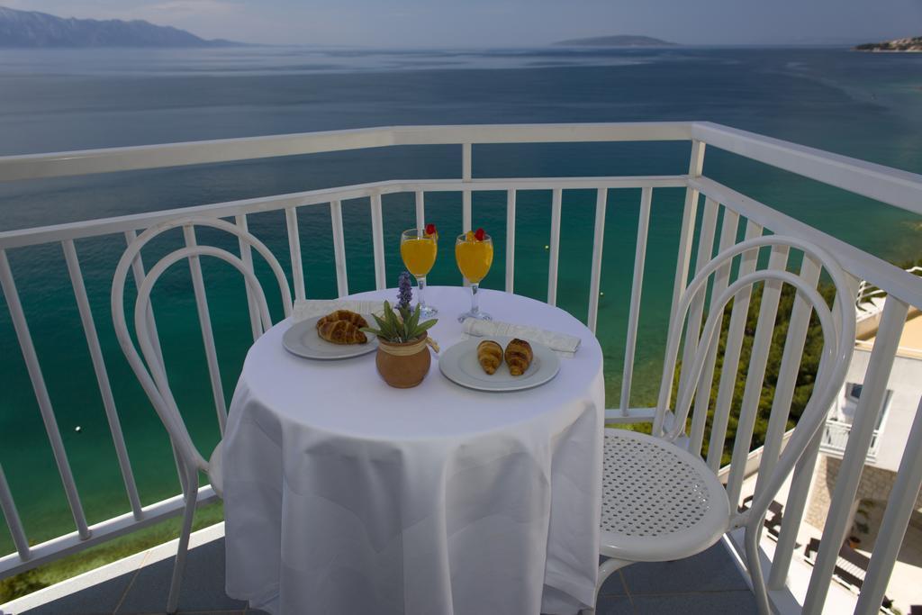 Ljetovanje-Gradac-Adriatiq-hotel-Labineca-soba-balkon-2-2