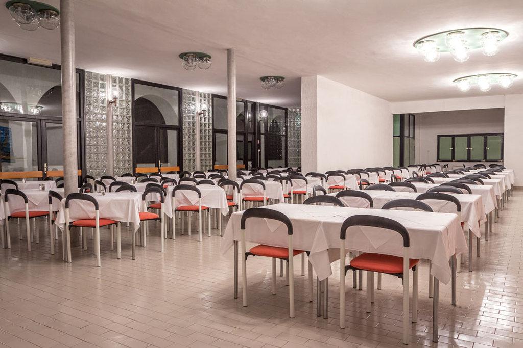 Ljetovanje-Pirovac-Hotel-i-Ville-Miran-2-restoran-2
