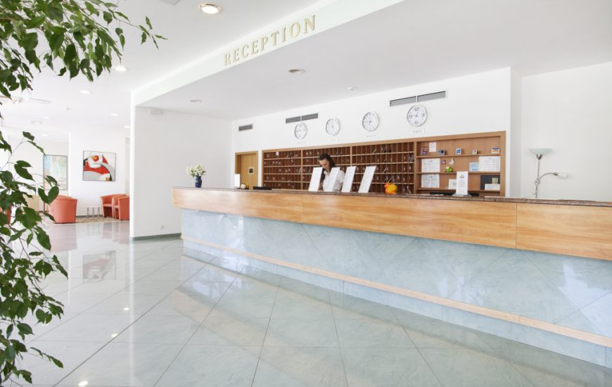 Ljetovanje-Rabac-Hotel-Narcis-RECEPCIJA-870x550