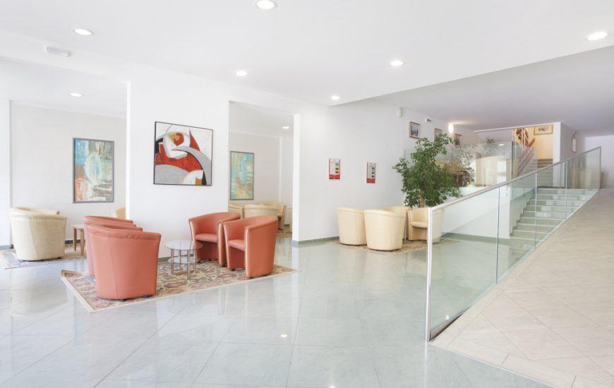 Ljetovanje-Rabac-Hotel-Narcis-lobby-870x550