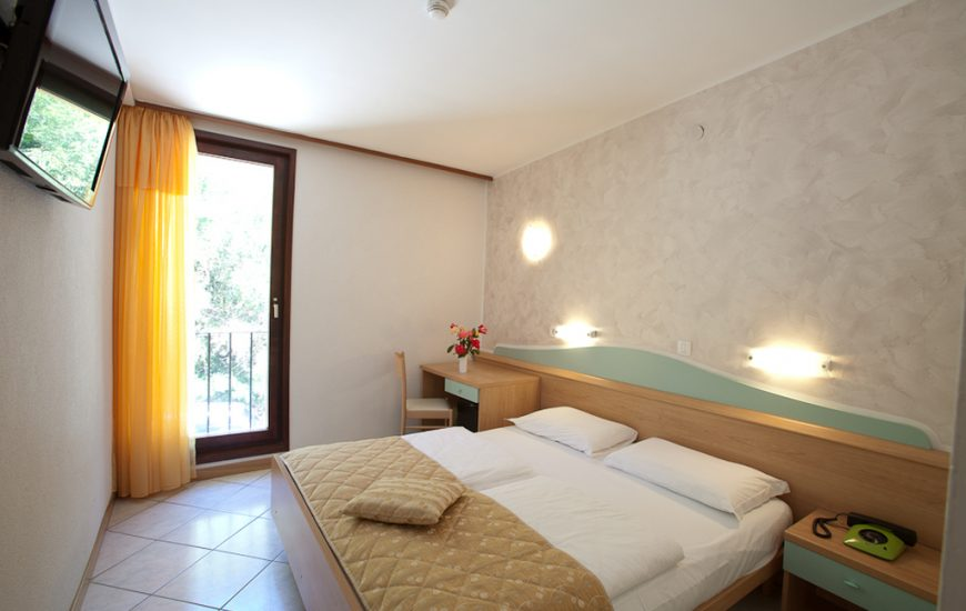 Ljetovanje-Rabac-Hotel-Narcis-soba-2-870x550