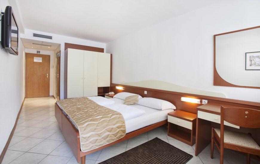 Ljetovanje-Rabac-Hotel-Narcis-soba-4-870x550